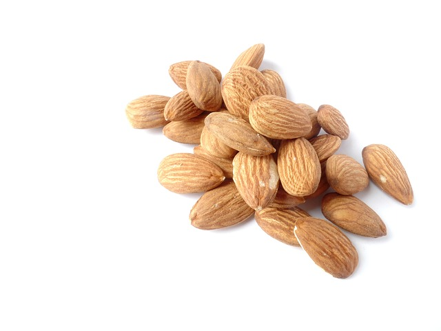 almonds-1567358_640